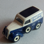 Corgi Classics Fordson 5 cwt Van Ford Lend a Hand livery loose mint @sold@